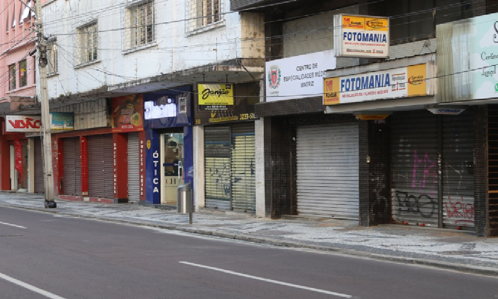 Com o coronavírus, setor de serviços registra segundo maior tombo da história no Paraná