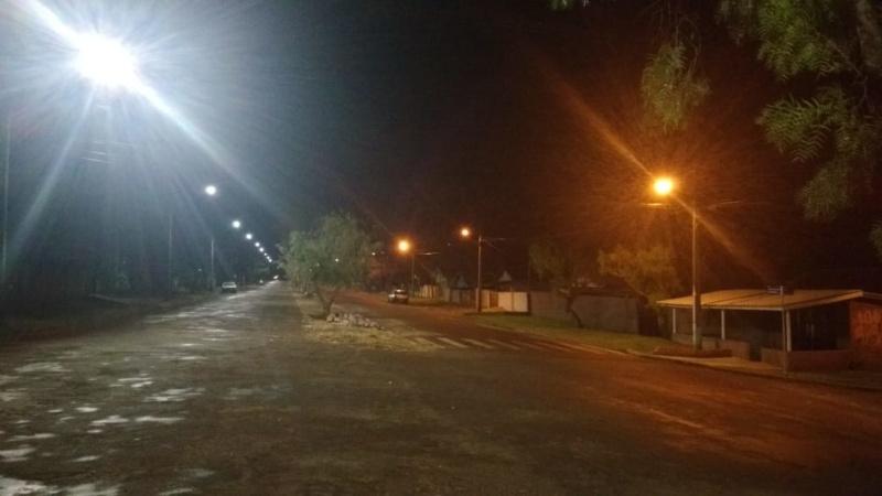 Nova iluminação de LED está sendo implantada na Avenida Ascânio