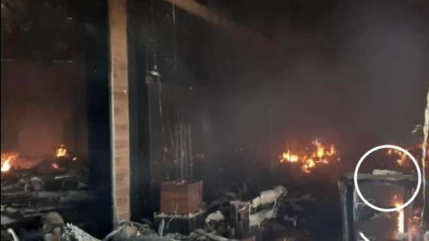 Bíblia resiste a incêndio em shopping de Maringá e surpreende funcionária