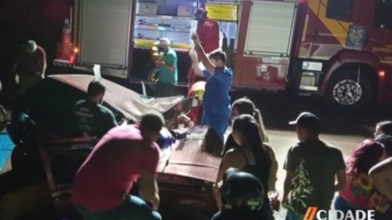 Motorista fica preso às ferragens em acidente na PR-553, em Mamborê