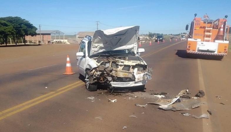Colisão entre Parati e caminhão é registrado na BR 369