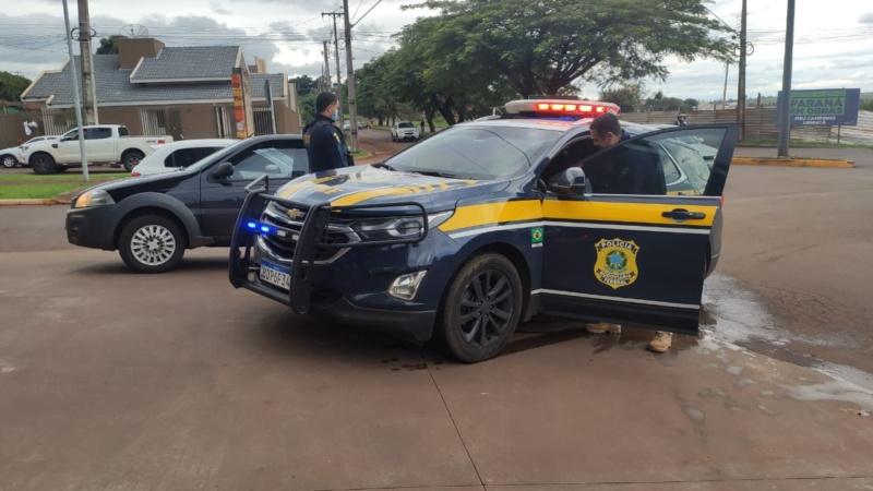 Após perseguição PRF prende condutor de veículo com grande quantidade de maconha em Ubiratã