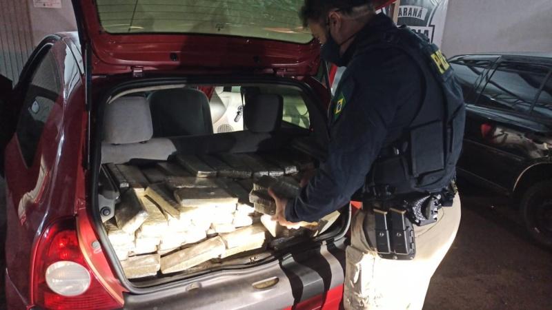 Mulher é presa pela PRF transportando quase 250 kg de maconha em Campo Mourão