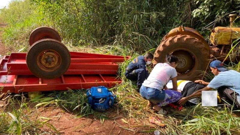 Acidente com trator deixa família inteira ferida no Paraná