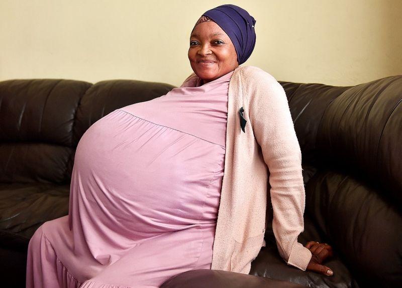Mulher que esperava óctuplos anuncia ter dado à luz 10 bebês, novo recorde